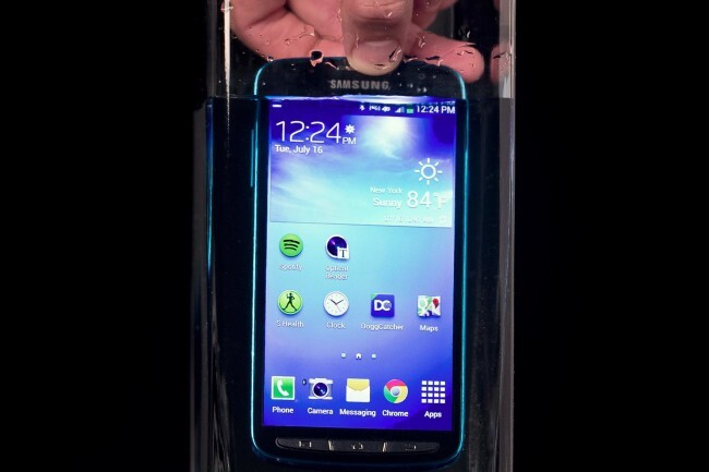 Samsung-Galaxy-S4-Active-review-in-water