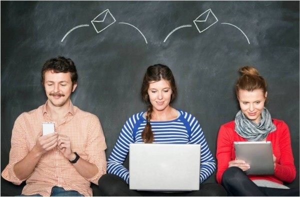 3 young people with 3 different devices, horzontal_3