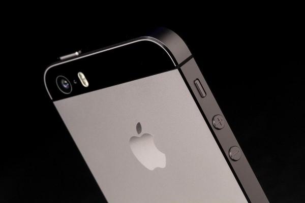 apple-iphone-5s-rear-camera-angle
