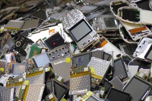 Apenas 3% dos brasileiros encaminha aparelhos celulares para reciclagem