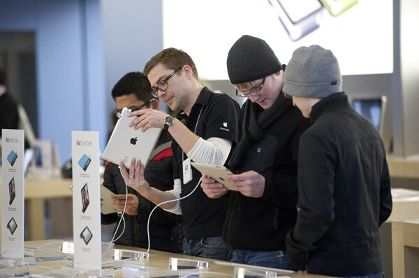 Customers check out iPad 2 in Chicago