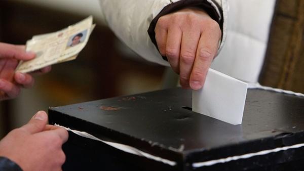 voto_votacao_eleicoes_eleitor_cartoes_urna_lusa