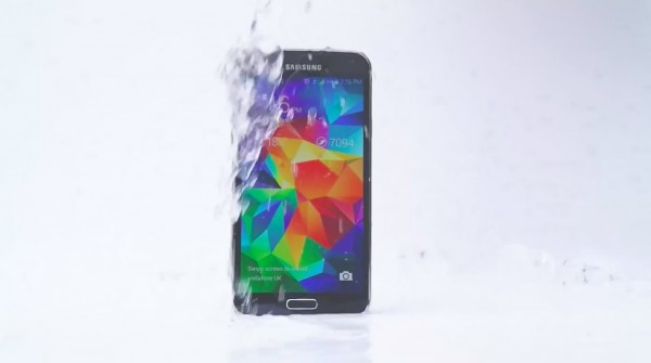 Galaxy-S5-ICe-Bucket-Challenge-ad-001