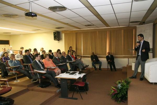 Seminário sobre centros globais de pesquisa e desenvolvimento em TICs