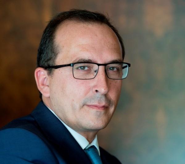 Santiago Checa, Diretor de Serviços Profissionais para a Península Ibérica e para América Latina
